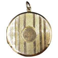 Antique Victorian 9ct 9K Yellow Gold Striped Engraved Round Circle Photo Locket Pendant