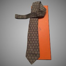 Vintage HERMES tie  7222 UA  WITH the box