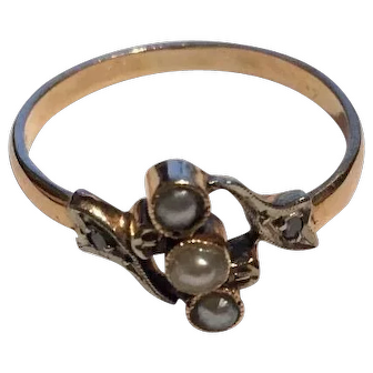 French Art Nouveau ring in 18 K solid gold natural pearls and diamonds