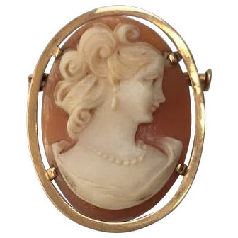 Cameo Brooch on Gold