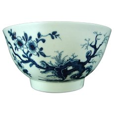 Early Worcester Waste Bowl with Oriental Decoration and Workman's Mark c.1758.