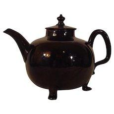 Large Jackfield 18thc. British Staffordshire Teapot on Three Feet c.1760.
