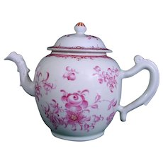 Chinese Export Teapot with European Flowers C.1785-95.
