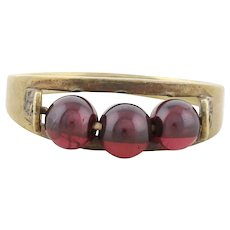 8k Yellow Gold Garnet Bead Ring Size 6 1/4