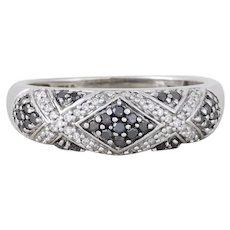 10k White Gold Black Diamond and White Diamond Ring Band Size 8 1/4