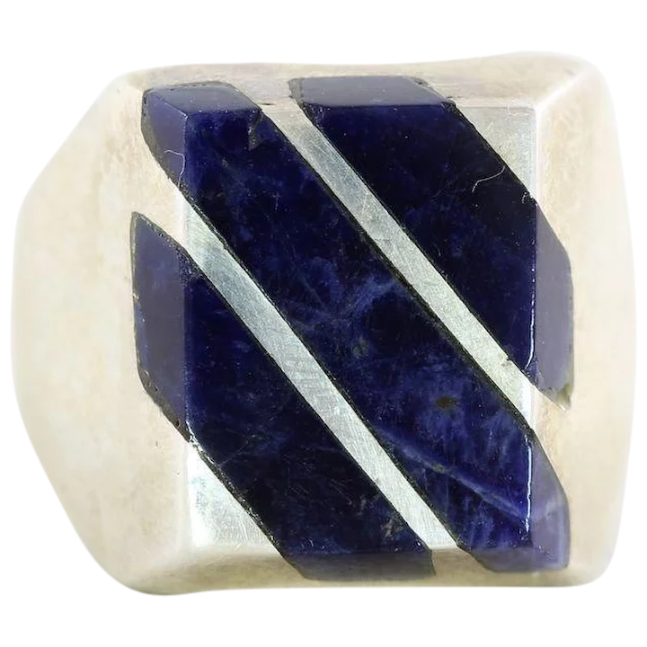 Sodalite with hammered flat ring in size 4,5 US 48mm