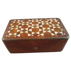 Beautiful Mahogany Snuff Box with Mother of Pearl Inlay Lid