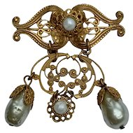MIRIAM HASKELL Signed 1950s Faux Baroque Pearls & Gold Gilt Brass Dangle Brooch Pin