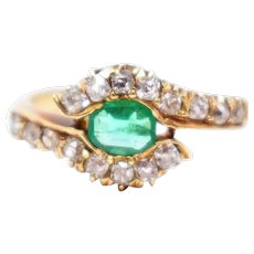Chic 18K Victorian Emerald Diamond Ring
