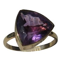 14 kt Yellow Gold Triangle Amethyst Ladies Ring