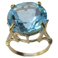 9 kt Yellow Gold  Blue Topaz and Diamond Ladies Ring