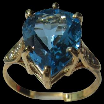 9 kt Pear Shape Blue Topaz and Diamond Ladies Ring