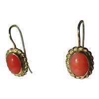 9 kt Yellow Gold Oval Coral Drop Earrings