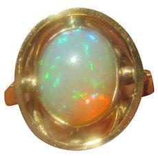 Fiery Oval Opal 10 kt Gold Ladies Ring
