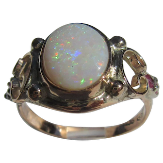 9 kt Pink Gold Opal and Ruby Ladies Ring