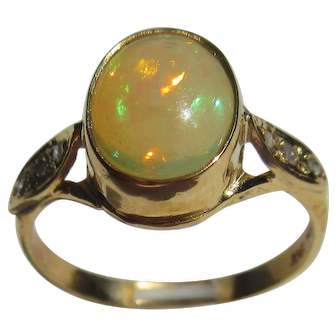 9 kt Yellow Gold Fiery Oval Opal and Diamond Ladies Ring