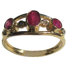 Multi Ruby and Diamond 14 kt Yellow Gold Ladies Ring