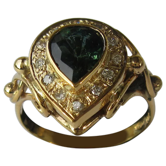 9 kt Gold Pear Shape Green Tourmaline and Diamond Ladies Ring