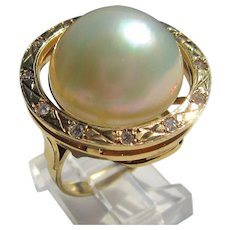 14 kt Yellow Gold Mabe Pearl and Diamond Ladies Ring