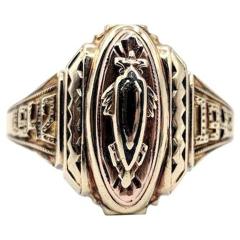 Jostens 1942 Class Ring V High School 3.9g 10k Yellow Gold Size 6.75