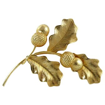 Spectacular Realistic Figural Leaves and Acorn Brooch Gold Filled 12 Kt Pre-1944 Excellent Condition