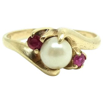 Vintage 1950s Pearl and Ruby 9ct Gold Ring