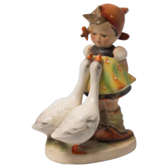 Early 20th Century Hummel Figurine -  Goose Girl #147 3/0 Excellent condition - From Family Estate