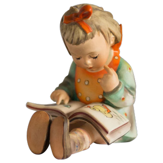 Early 20th Century Hummel Figurine -  Bookworm #8 Excellent condition - From Family Estate