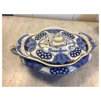 English Flo Blue covered vegetable bowl and Gravy bowl