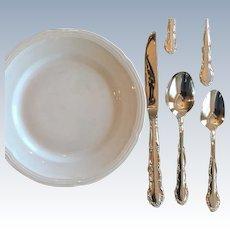 Vintage Oneida Silver Plate Flirtation Pattern Oval Soup Spoon