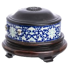 Antique Chinese White and Blue Porcelain Box and Cover, Jiaqing Period 1796-1820