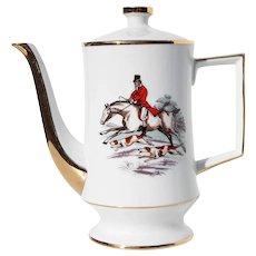 1970s Porcelain Coffee Pot depicting a Fox Hunting Scene by Vista Alegre Portugal