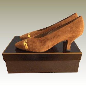Vintage 80s DKNY Donna Karan New York Suede Kitten Heel Pumps Shoes Sz. 8