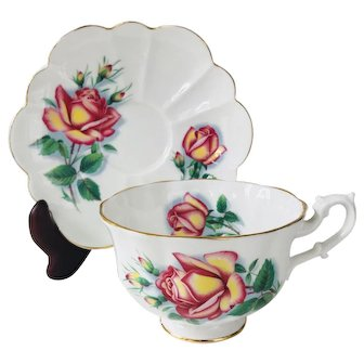 Shelley Tea Cup and Saucer, Pink and Yellow Rose Atoll handle