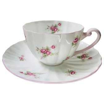 Beautiful Shelley Bridal Rose teacup and saucer England 1940s