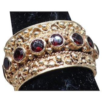 Vintage 14K Yellow Gold Garnet Ring.