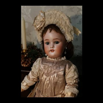 Beautiful doll Simon Halbic 1078 about  20 inches