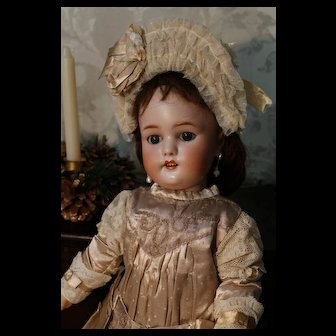 Beautiful doll Simon Halbic 1078 about  22 inches