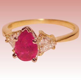 Ring Red Hot Ruby Solitaire Trillion Diamond 18K Yellow Gold Platinum