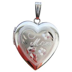 Charming Engraved MOM Heart Locket Pendant New Old Stock