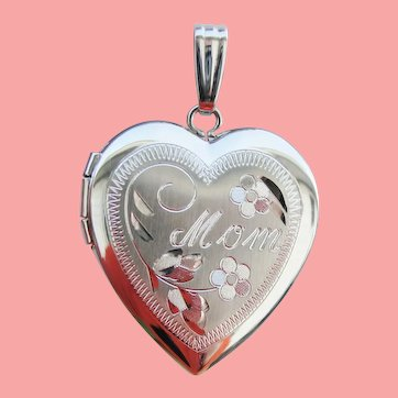 Charming Engraved MOM Heart Locket Pendant New Old Stock