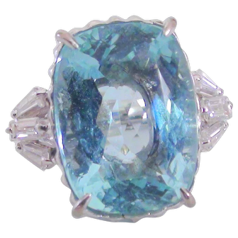 Natural  Aquamarine  ring 18k white gold with diamonds size 6.5 approx