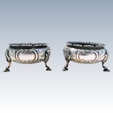 Antique Victorian Large Pair 183g (1862) Solid Sterling Silver English hallmarked Salt Footed Cellars/Dishes. 19th-century.