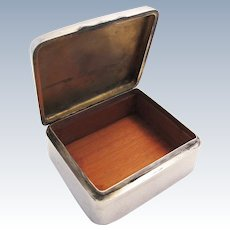 ANTIQUE Victorian (1901) Solid Sterling Silver Cigarette Cigar Trinket Jewelry Casket Case Box. Chester-William Neale.