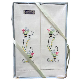 Vintage Dead Stock Floral Embroidered Finger Towel Set * Still in Package