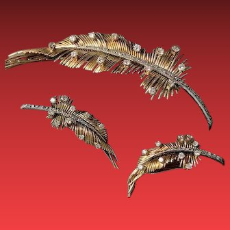 An 18KYG Retro Demi-Parure Feather Brooch and Earring Set