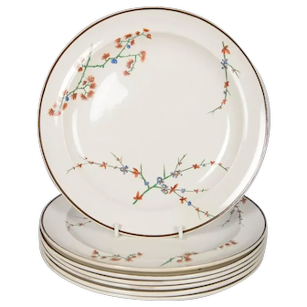 32 Wedgwood Creamware Dinner Plates with Thistle Design