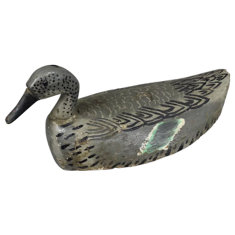 Antique Decoy in Painted Wood for Duck Hunting