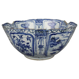 A Large Antique Chinese Blue and White Porcelain Wanli Bowl, Ming Dynasty
