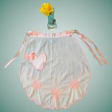 Circa 1940s -50s White and Pink Hanky Cotton Scalloped Apron